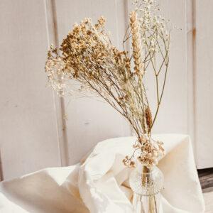 Trockenblumen in Glasflasche